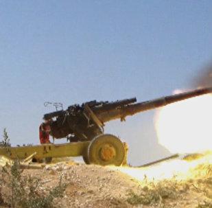 Сирийские солдаты сражаются с боевиками на севере провинции Хама