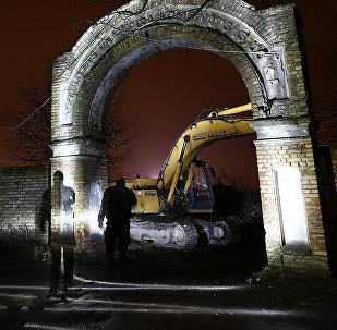 Сохранившиеся фабричные ворота