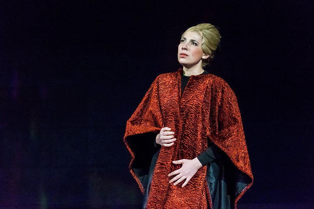 Aina no operas Manona