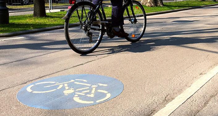 Велосипед на велодорожке