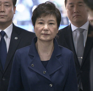 Dienvidkorejas eksprezidente Paka Gunhje arestēta un nogādāta izolatorā Seulā