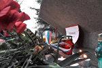 Цветы в память о жертвах теракта в Петербурге