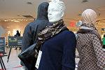 Поддельная одежда и сумка от Chanel и Louis Vuitton