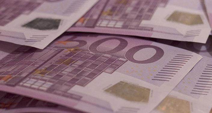 Латвийский кабмин запретил частным лицам в Латвии крупные сделки с наличными