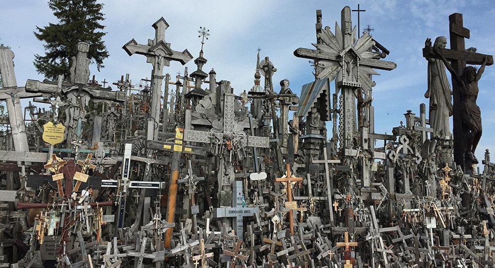 Гора крестов в Литве близ города Шяуляй. Архивное фото