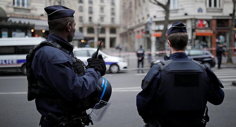 ВоФранции милиция эвакуировала пассажиров вокзала из-за вооруженного человека