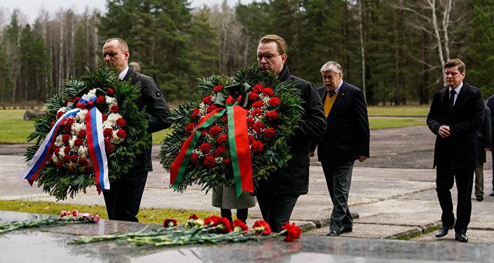 Посол России в Латвии Евгений Лукьянов и представители посольств Белоруссии и России