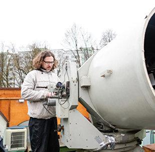 Главный герой обсерватории - Лазерный телескоп LS-105, системы Кассегрена-Кудэ с диаметром главного зеркала 100 см и с фокусом 11.6 м
