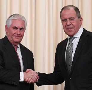 Krievijas ārlietu ministrs Sergejs Lavrovs un ASV valsts sekretārs Rekss Tilersons. Foto no arhīva