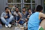 Беженцы с Ближнего Востока у выставочного центра в Гамбурге, архивное фото