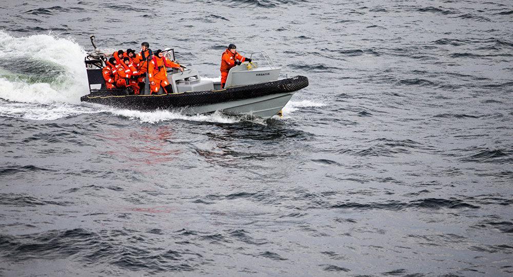Поисково-спасательный катер, архивное фото