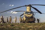Транспортный вертолет CH-47 Chinook ВВС США на авиационной базе в Лиелварде