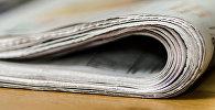 Газета на столе, архивное фото