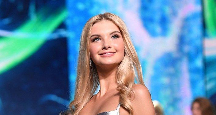Полина Попова в финале конкурса Мисс Россия 2017