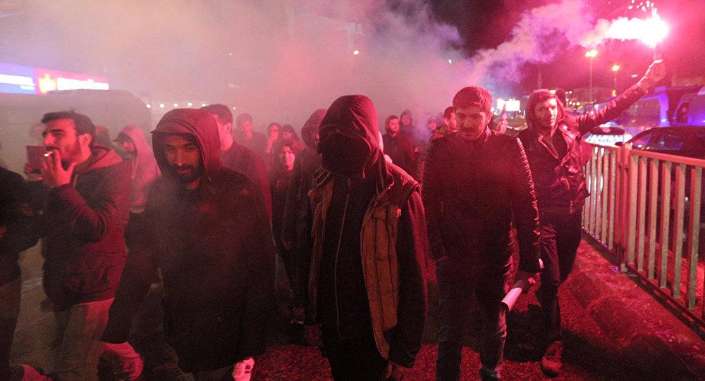 Протесты в Стамбуле, Турция, против результатов референдума