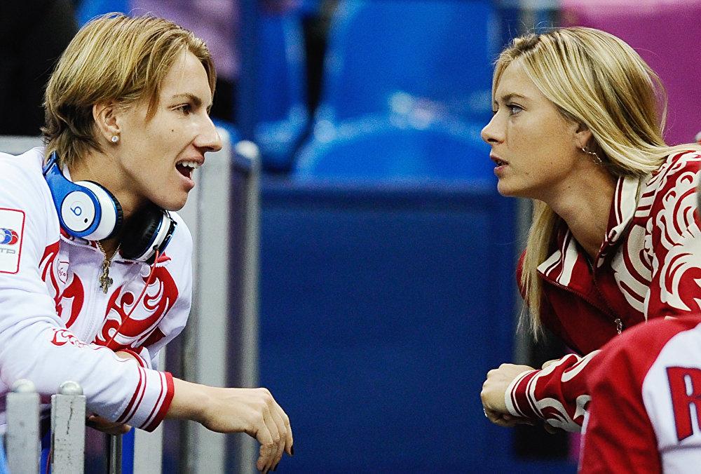 Российские теннисистки Светлана Кузнецова и Мария Шарапова (слева направо)