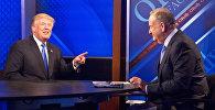 Телеведущий Билл О'Рейли и Дональд Трамп во время интервью