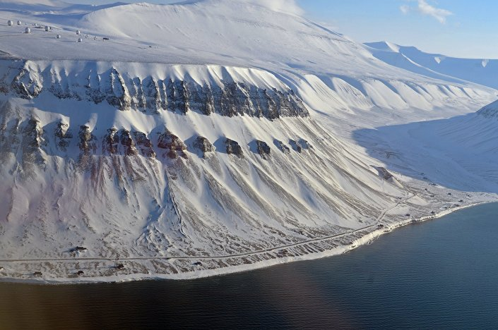 Заснеженные вершины архипелага Шпицберген