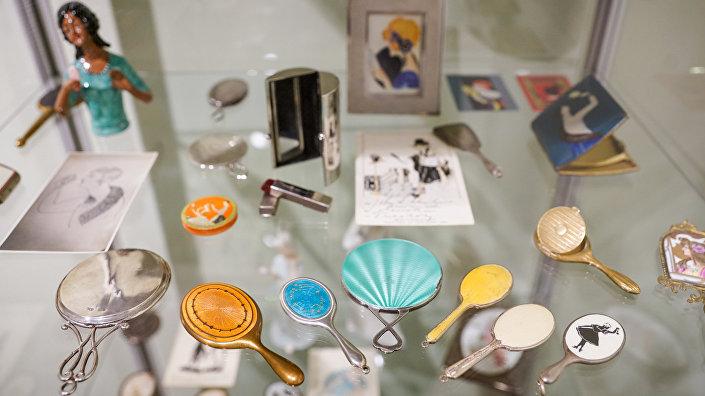Выставка старинных зеркалец в Доме-музее Аспазии