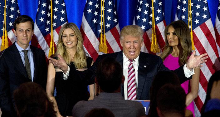 Donalds Tramps ar dzīvesbiedri Melāniju, meitu Ivanku un znotu Džaredu Kušneru