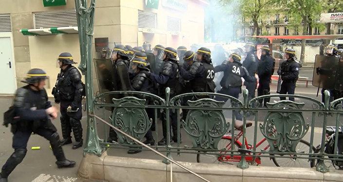 Протесты в Париже накануне выборов