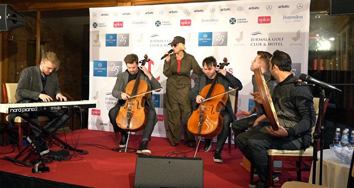 Лайма Вайкуле исполнила новую версию песни Листья желтые