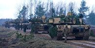 Боевые танки США M1A2 Abrams на международных учениях, архивное фото