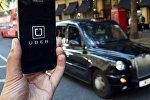 Логотип приложения Uber на телефоне
