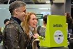 Пассажиры регистрируются на рейс у стойки регистрации airBaltic