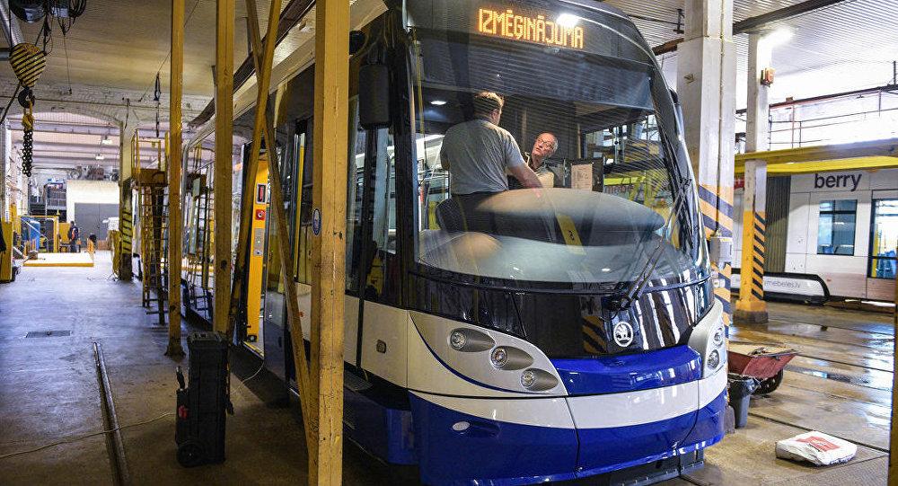 Низкопольные трамваи Škoda 15T