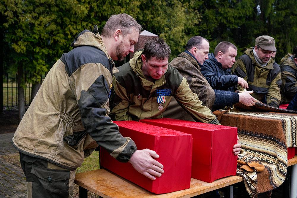 Церемония перезахоронения останков советских воинов