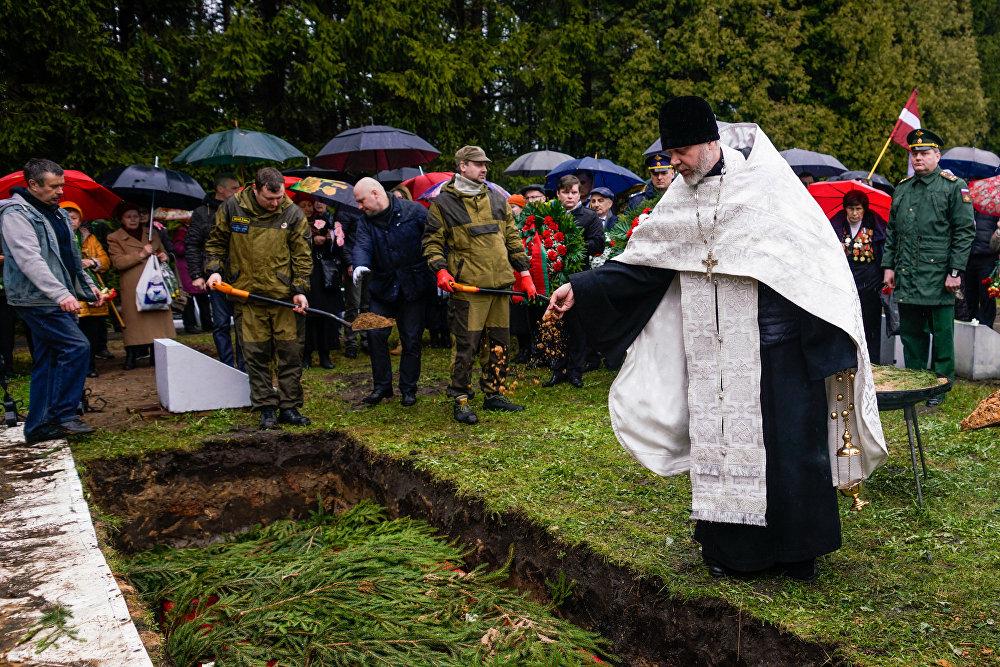 Отпевание проводил священник Русской Православной церкви в Латвии иерей Валентин