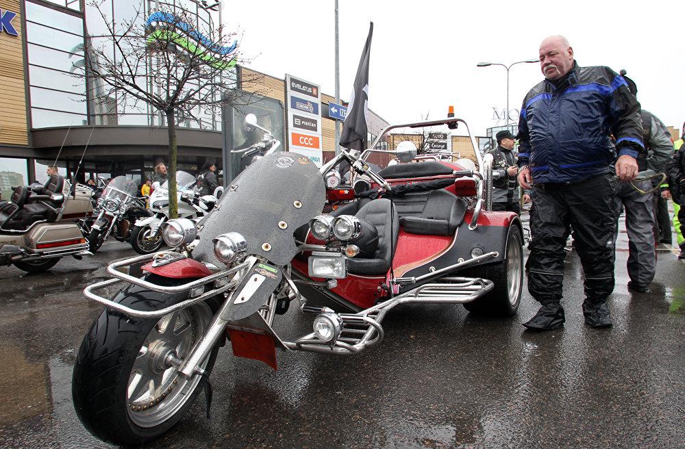 Latvijas baikeri atklāja moto sezonu