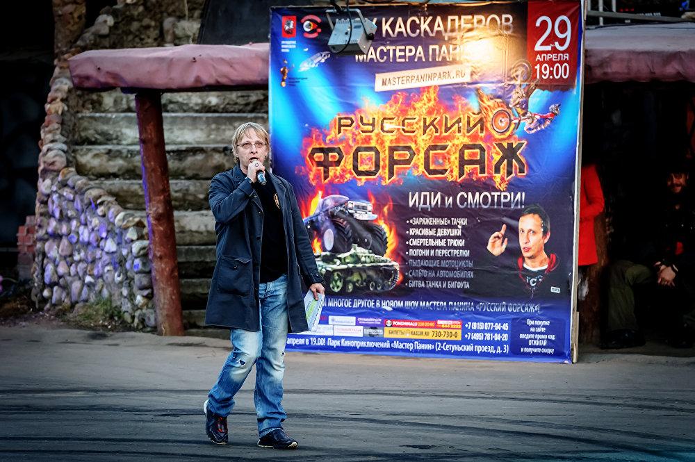 Ведущий шоу Русский форсаж киноактер Иван Охлобыстин