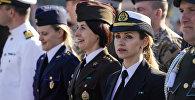 Женщины-военнослужащие трёх родов войск