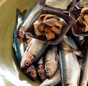 Салака на блюде