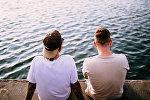 Мужчины на берегу