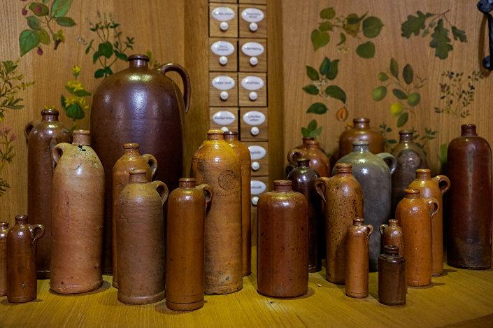 Эволюция глиняной бутылки для Рижского бальзама