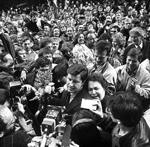 Tikšanās ar Augstākās Padomes deputātiem pēc Latvijas Republikas neatkarības atjaunošanas deklarācijas pieņemšanas 1990. gada 4. maijā