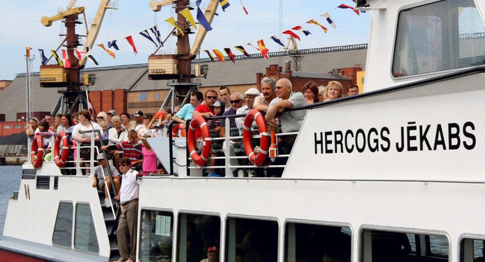 Экскурсионный кораблик Вентспилсского свободного порта Герцог Екаб