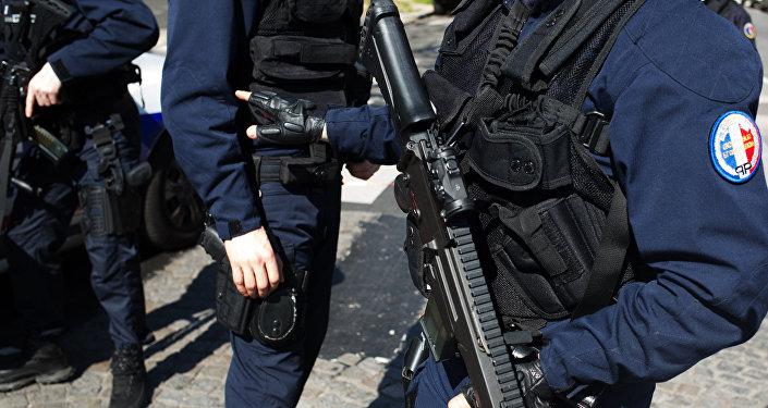 Наряд французской полиции в Париже