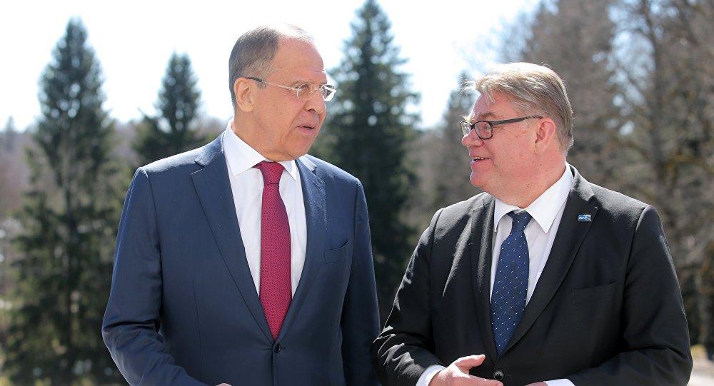 Министр иностранных дел РФ Сергей Лавров (слева) и глава МИД Финляндии Тимо Сойни