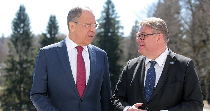 Krievijas ārlietu ministrs Sergejs Lavrovs un Somijas ĀM vadītājs Timo Soini