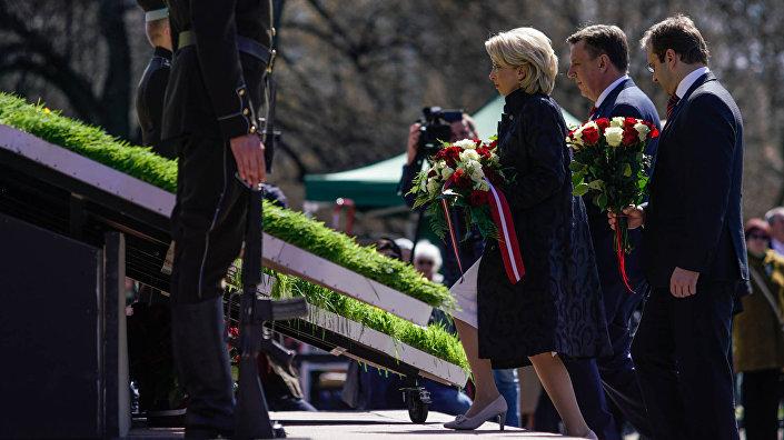 Премьер-министр Латвии Марис Кучинскис и спикер Сейма Инара Мурниеце