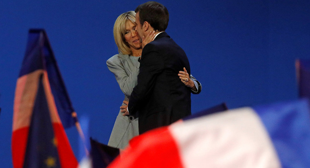 Emanuels Makrons un viņa sieva Brižita