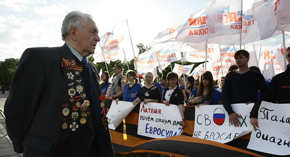 Mītiņš bijušā padomju partizāna Vasilija Kononova atbastam Maskavā. 2010. gads