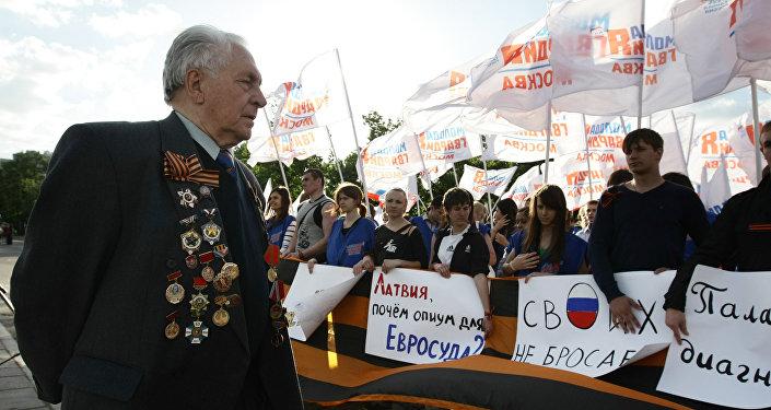 Митинг в поддержку бывшего советского партизана Василия Кононова в Москве. 2010 год