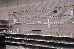 Пустые полки в супермаркете Prisma