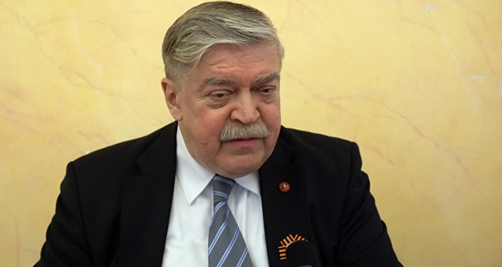 Евгений Лукьянов поздравил ветеранов с праздником