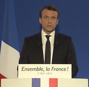 Jūs esat uzvarējuši! Francija ir uzvarējusi!: Makrons uzstājās ar triumfa runu